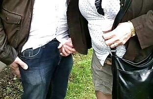 স্ত্রী অপরিচিত বিনামূল্যে সেক্স ভিডিও বেলেল্লাপনা উপভোগ করে