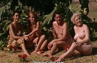 1960-এ সৈকতে ফ্রি মেয়েদের মজা করার জন্য সেক্স এবং এরোটিকা
